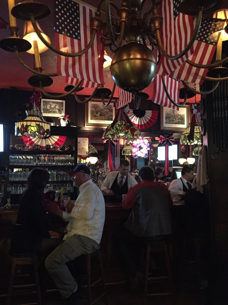 Martin&#39;s Tavern in Georgetown properly decorated for us to celebrate #PEOTUSTRUMP all night <br>http://pic.twitter.com/pgZriLXn0x