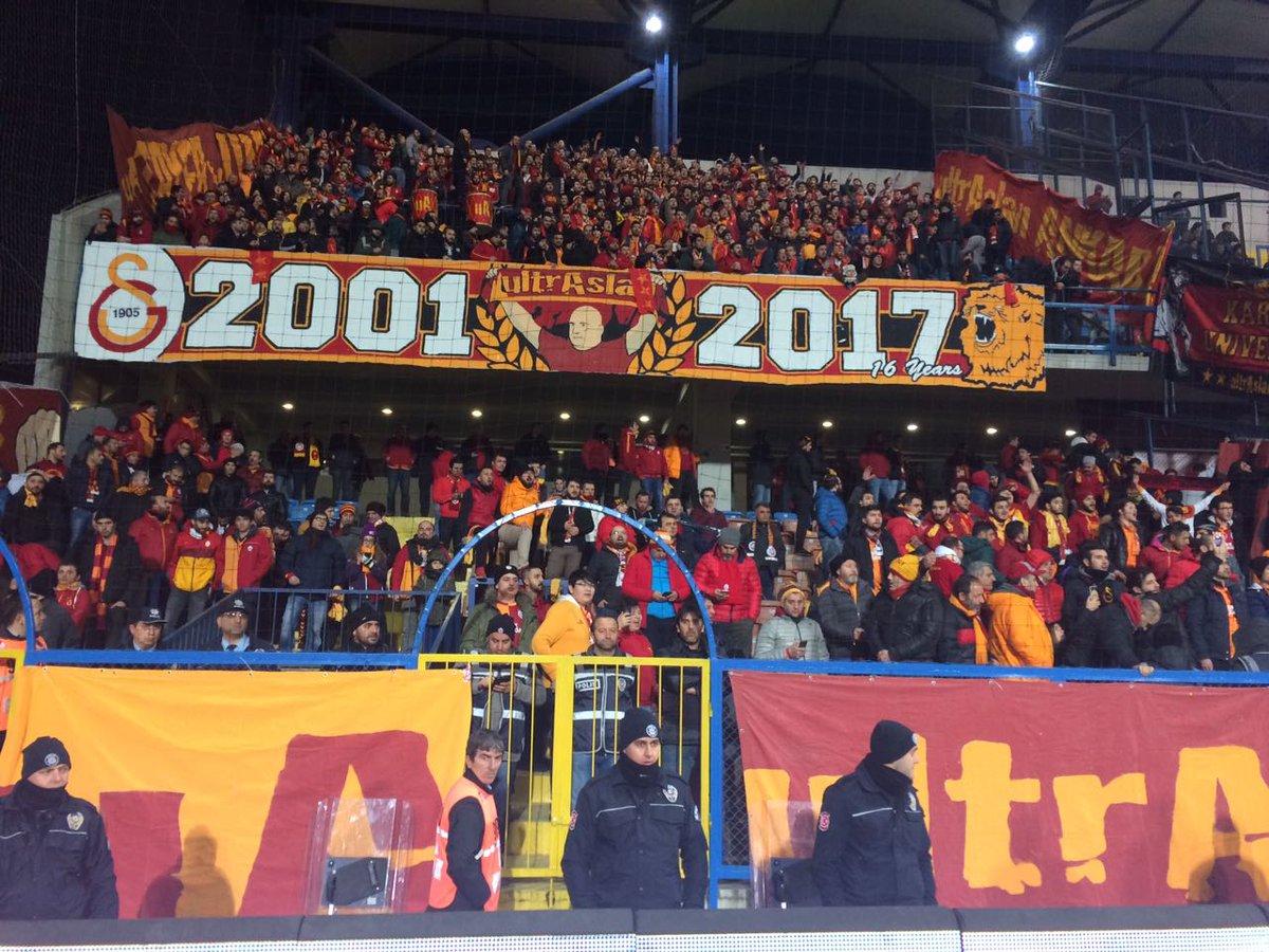 Karabük'te Galatasaray Tribünü! #ultrAslan https://t.co/EewsZElgkO