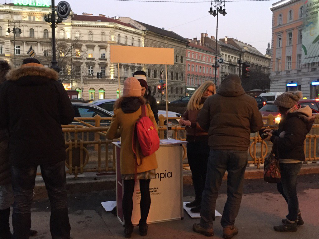 #NoOlimpia campaign stand in central Budapest busy collecting signatures for referendum on Hungary 2024 Olympic bid