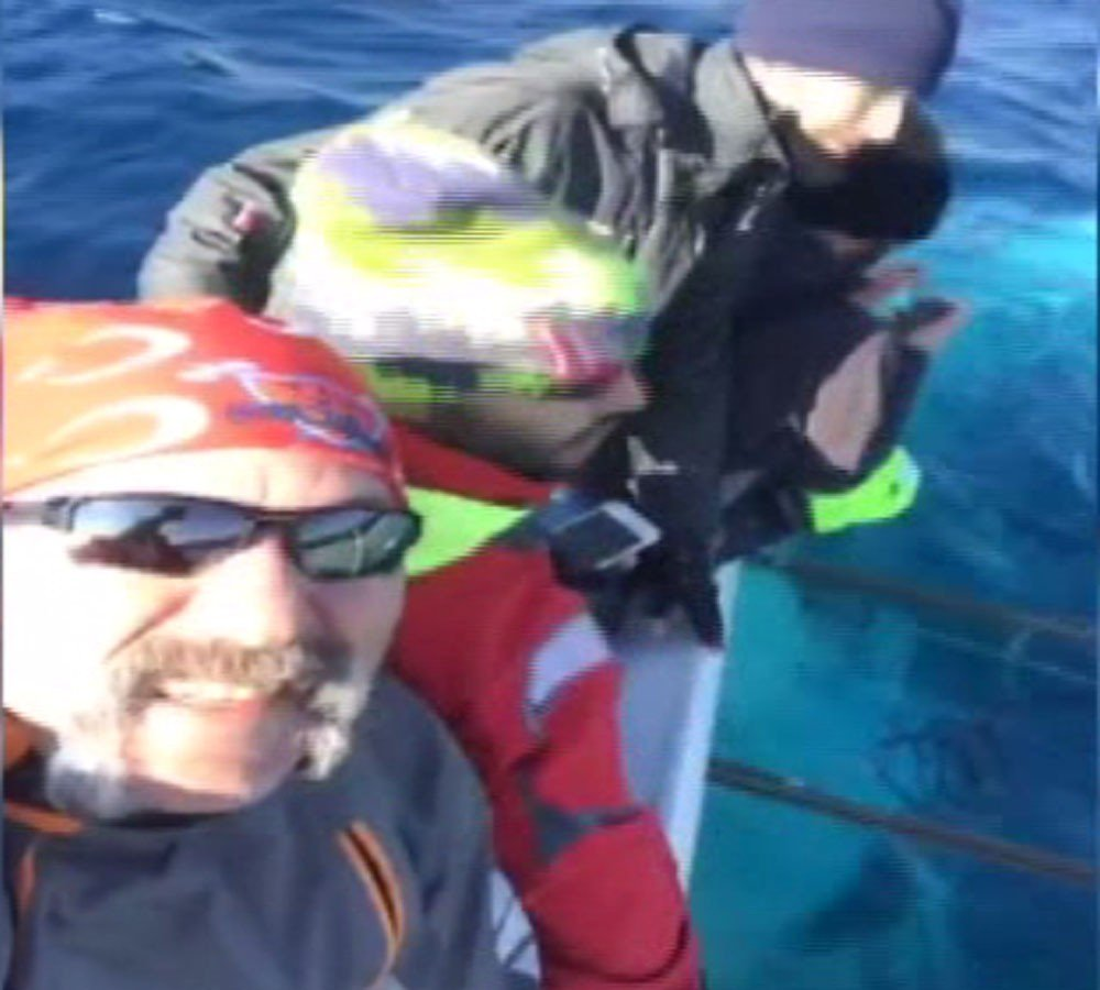 Tekneleri batarken canlı yayın yaptılar - https://t.co/OgvU5mvELE http...
