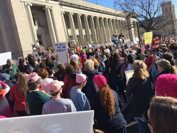 Nearly 2,000 ready to participate in Women's March #womensmarch #downtown #memphis #choose901 https://t.co/1DQJeJHFms