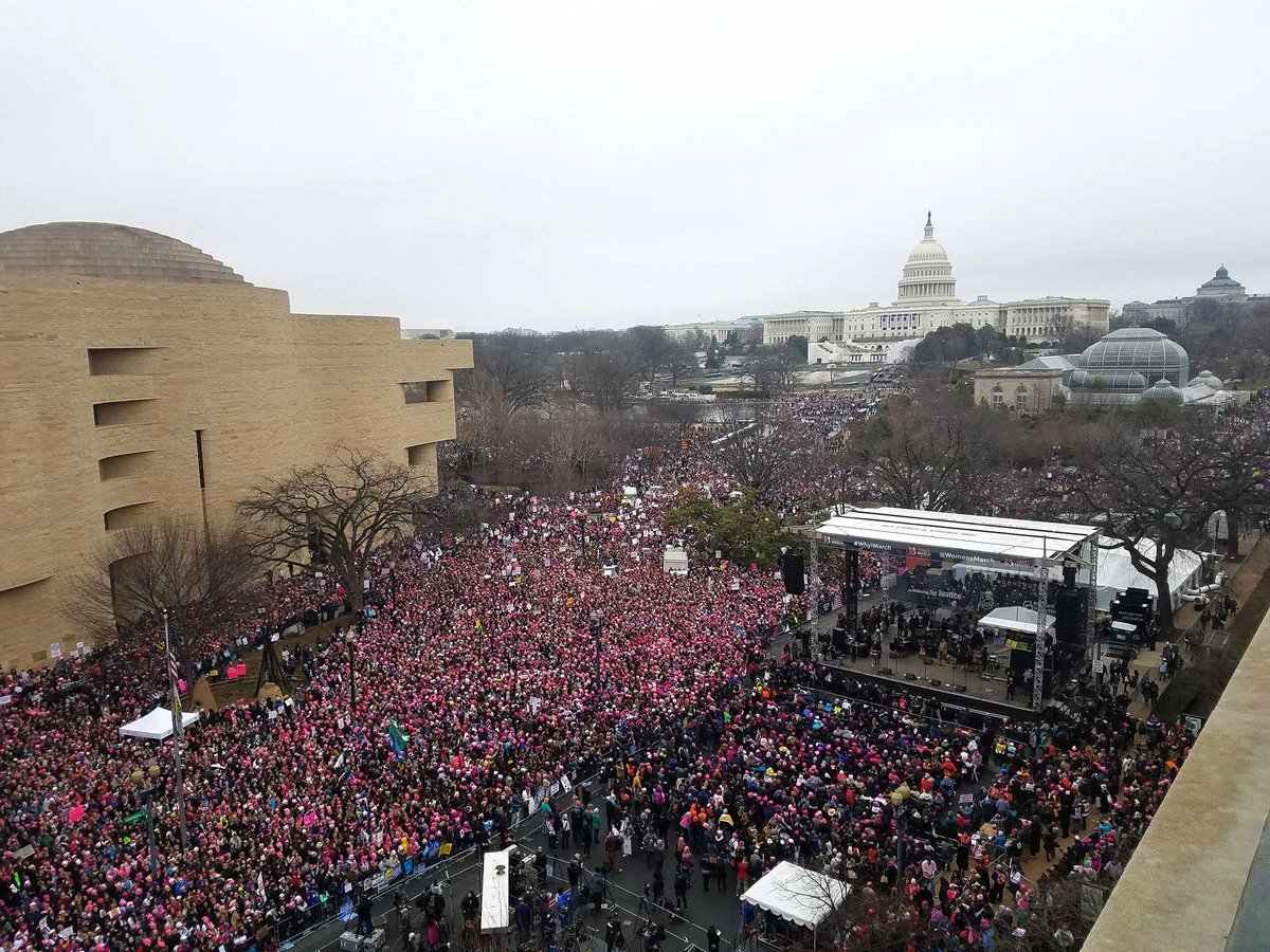 #WomensMarch in #DC view from the roof of VOA towards #USCapitol https...