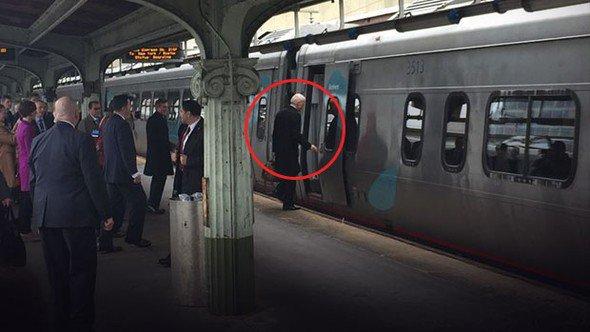 Joe Biden, 8 yıl ülkeyi yönetti evine böyle döndü - https://t.co/UYwoc...
