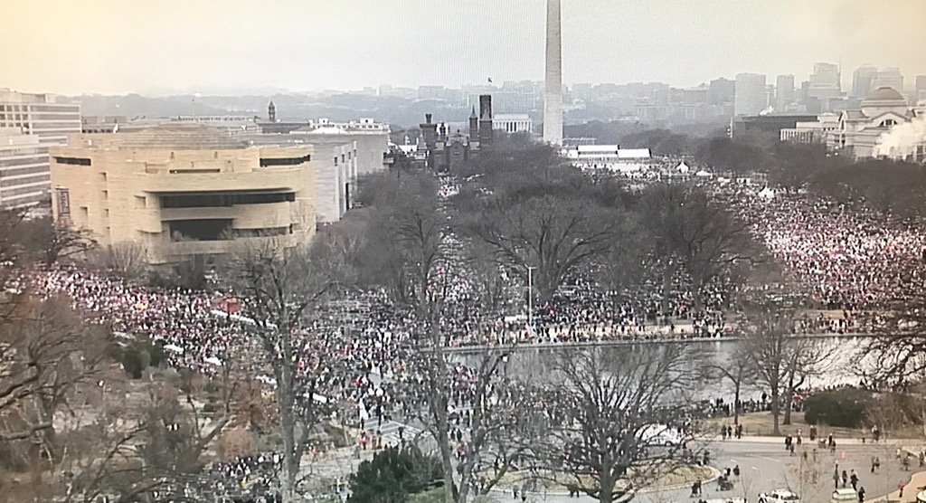 People streaming toward the National Mall for the #WomensMarch https://t.co/bu9tdN1JlV