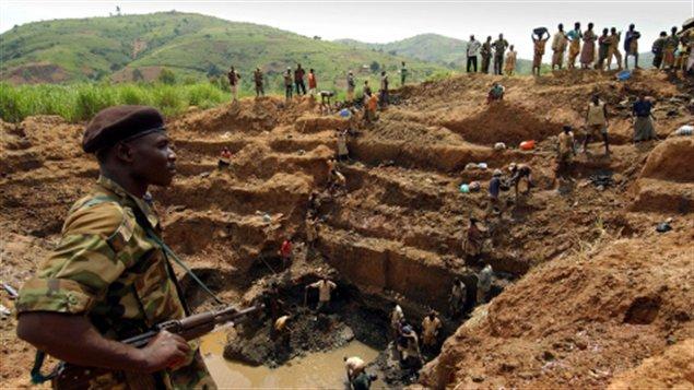 #RDC: Le régime Kabila réalise une vente peu transparente d&#39;une mine à la #Chine.  http://www. lefigaro.fr/flash-eco/2017 /01/20/97002-20170120FILWWW00343-rdc-vente-peu-transparente-d-une-mine-a-la-chine.php &nbsp; … <br>http://pic.twitter.com/ylWK2CzpTe