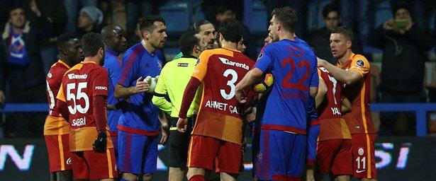 Karabükspor-Galatasaray karşılaşması 2. yarısı başladı (CANLI ANLATIM)...