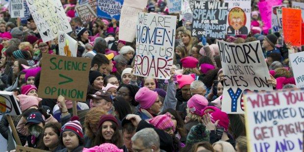 Binlerce kadın Trump'a direniyor https://t.co/2SZ4ivKsk5 https://t.co/...
