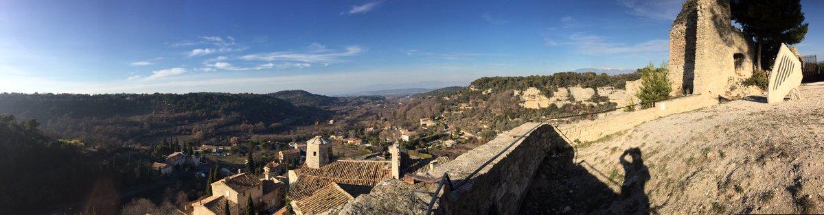 Panoramique du jour depuis la cour du château du Beaucet lors de mon run  #trail #lebeaucet #ventoux #vaucluse<br>http://pic.twitter.com/TqZExctsDQ