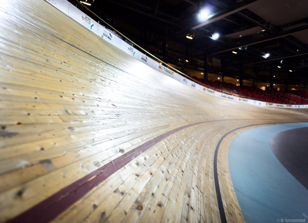La piste, c&#39;est un truc de foufous!! Quel pied  #cycling #track <br>http://pic.twitter.com/Z9vBMmdCvK
