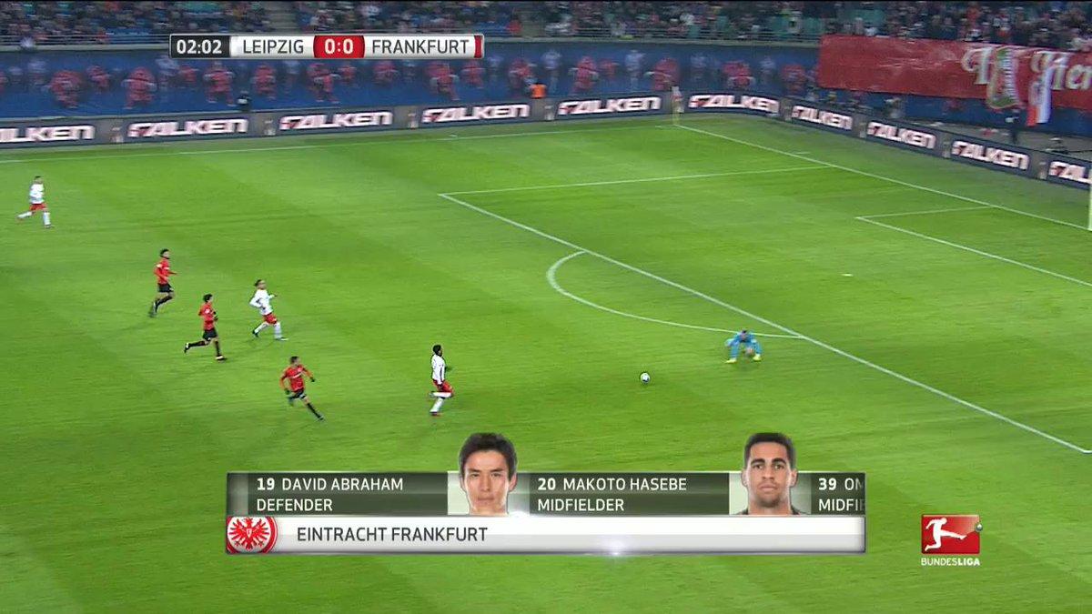 Rood voor de doelman van Frankfurt na een nogal 'onhandige' actie... 🙌...