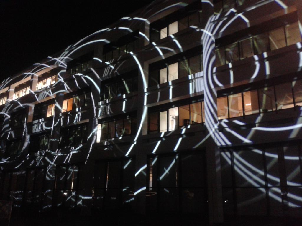 Das Klinikum in hellem Schein mit interessanten Lichteffekten #ndwgoe https://t.co/KVNEnECE73