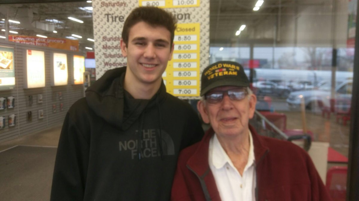 Just met one of the last of the greatest generation. Thankyou for your service #WWII #veterans <br>http://pic.twitter.com/goIJgNXTsr