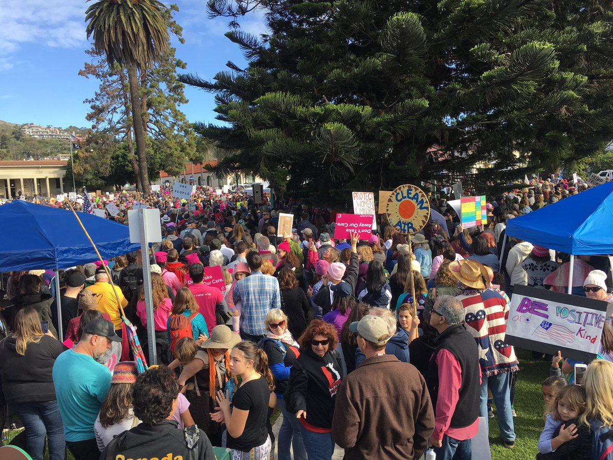 #WomansMarch Ventura! So many women and men, and families! #WomenWhoHa...