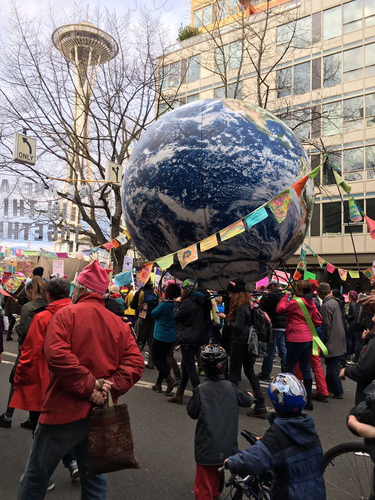 Literally carrying the weight of the world on their shoulders #WomensMarch #womxnsmarchseattle https://t.co/WZfWOf5lrw