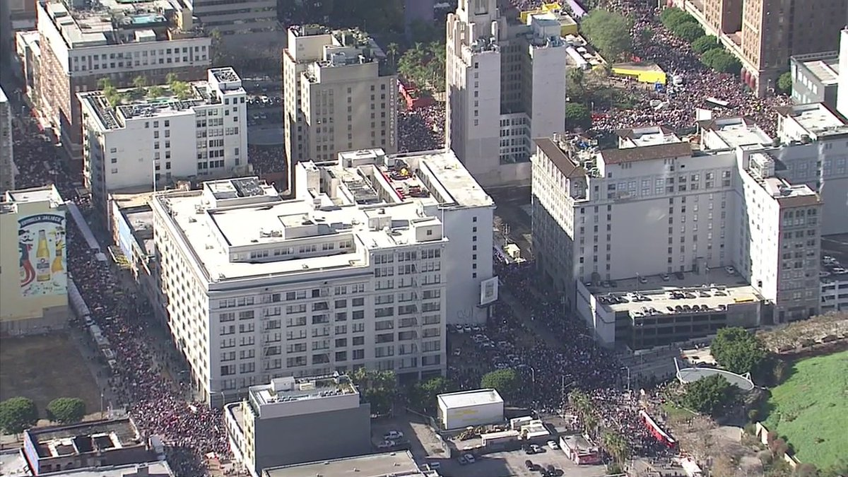 #BREAKINGNEWS 750,000 now gathered in downtown for Women's March Los Angeles, organizers say https://t.co/xwF1cRLFcS https://t.co/pOxp0tHdWm