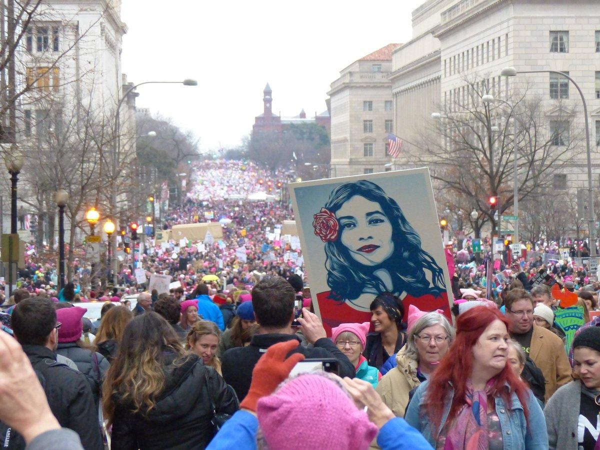 人があふれてワシントン中心部がとんでもない状態です。#WomensMarch