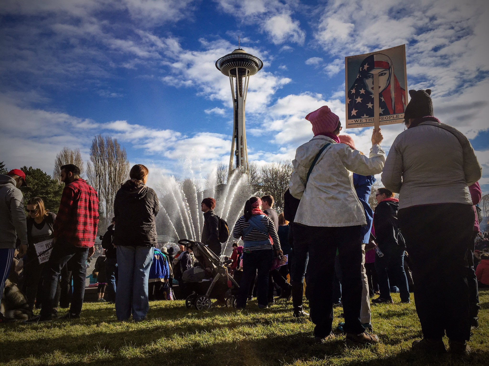 #Seattle Center #womensmarchseattle @king5seattle https://t.co/3xbcbDijCO
