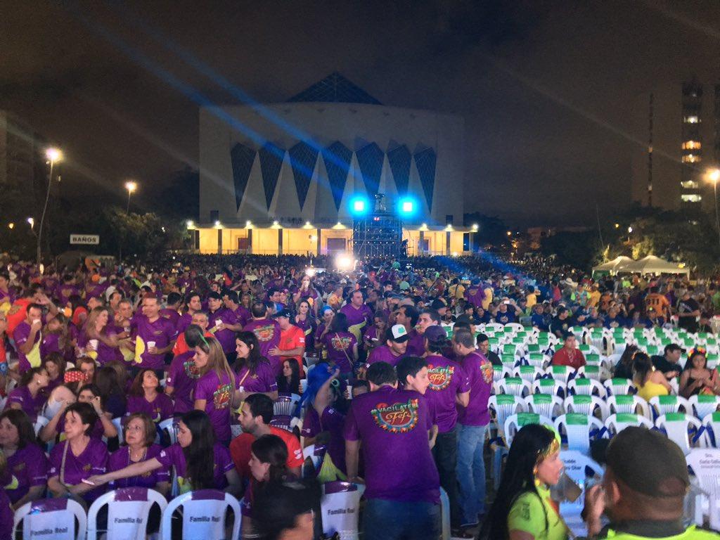 La Plaza de la Paz se alista para el #Bando2017 de @fefimendozav.  #Qu...