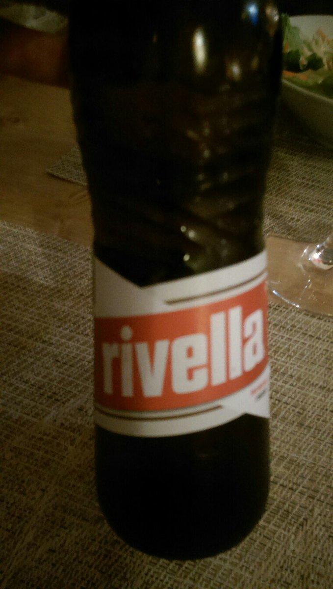 Je tourne la tête deux secondes et on change la police de Rivella ? #wtf #why <br>http://pic.twitter.com/ravzN5fVhZ