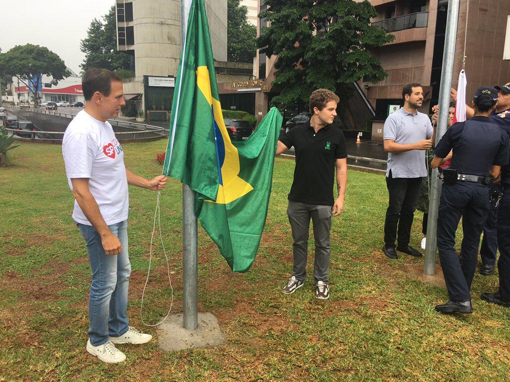 O prefeito João Doria lança o programa Nossas Bandeiras! O objetivo é valorizar símbolos públicos.