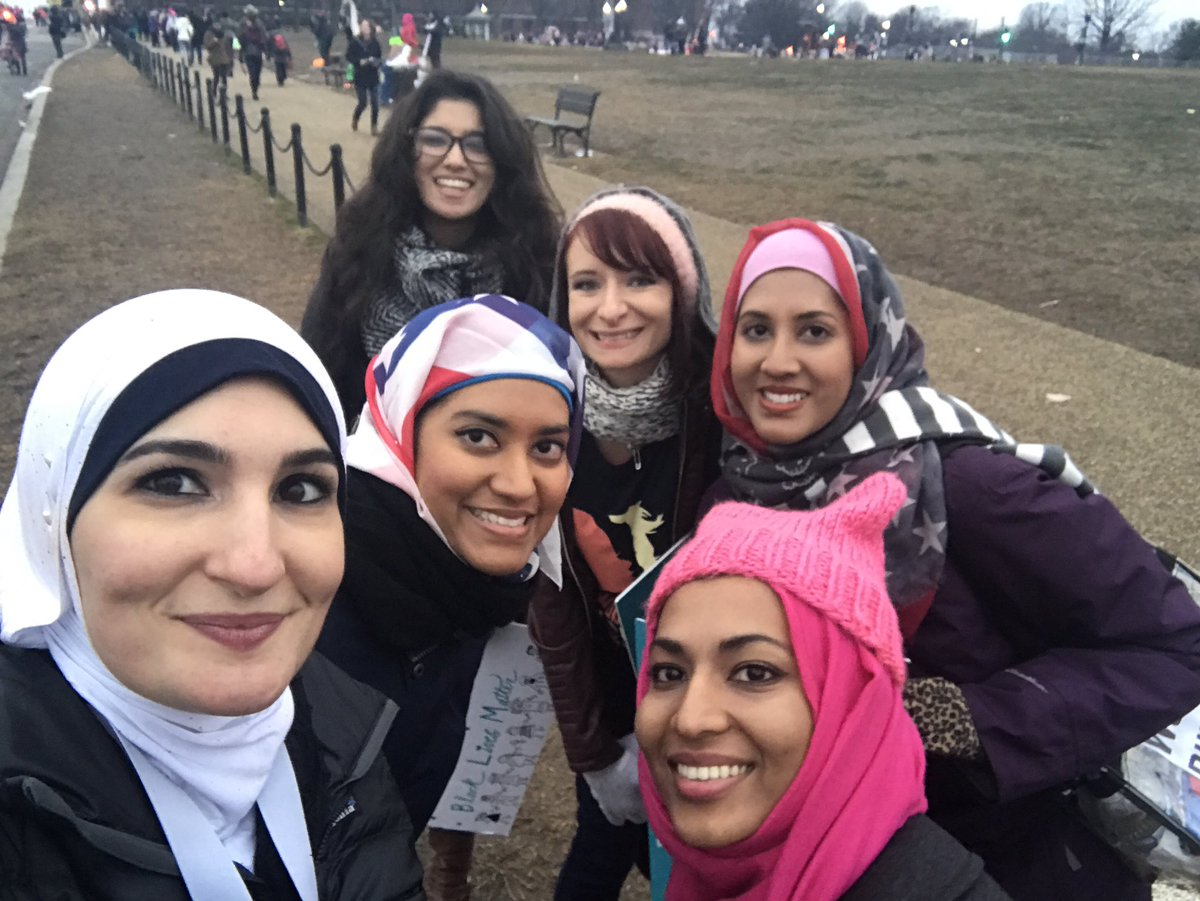 So many beautiful Muslim sisters at the #WomensMarch on Washington ❤️❤️ https://t.co/Y2LlGfDjwx