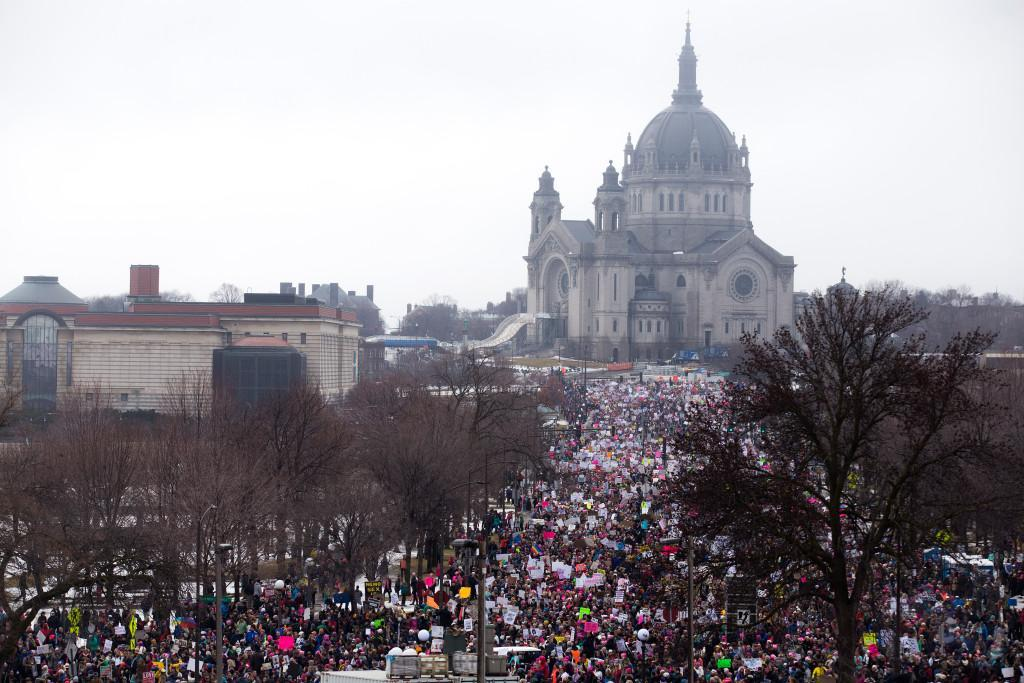 St. Paul cops now agree: 90-100k attended #WomensMarchMN today https://t.co/0EhzYKPR05 https://t.co/RGPiHw5Ufz
