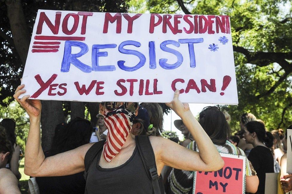 En Buenos Aires, las mujeres también se manifestaron contra Trump http...