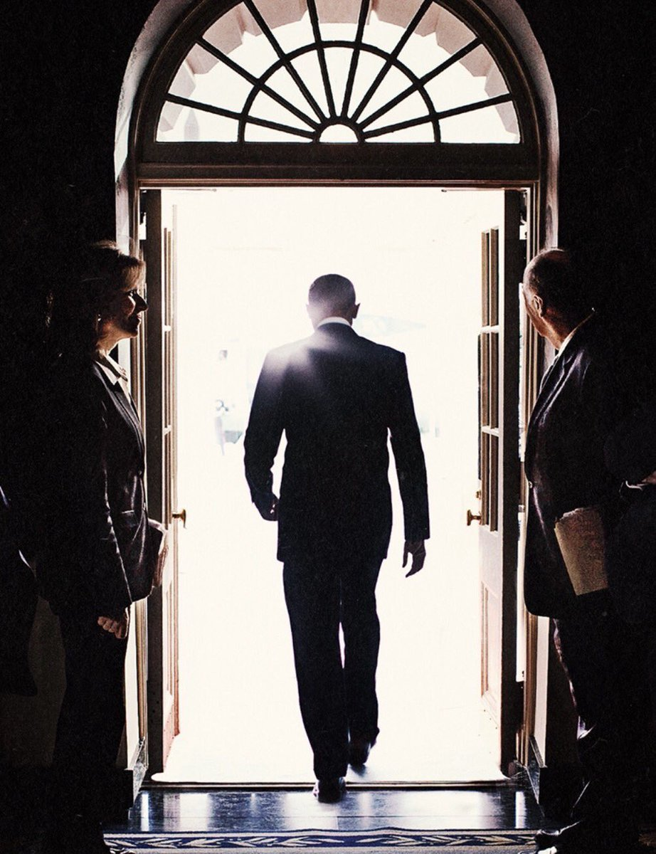 Hands down, this photo will go down in history as one of the most iconic shots of Obama.  Ctto. #GoodbyeObamas <br>http://pic.twitter.com/EmdaxO9nw5