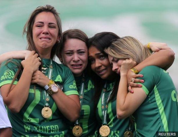 El #Chapecoense volvió a las canchas después del trágico accidente aér...