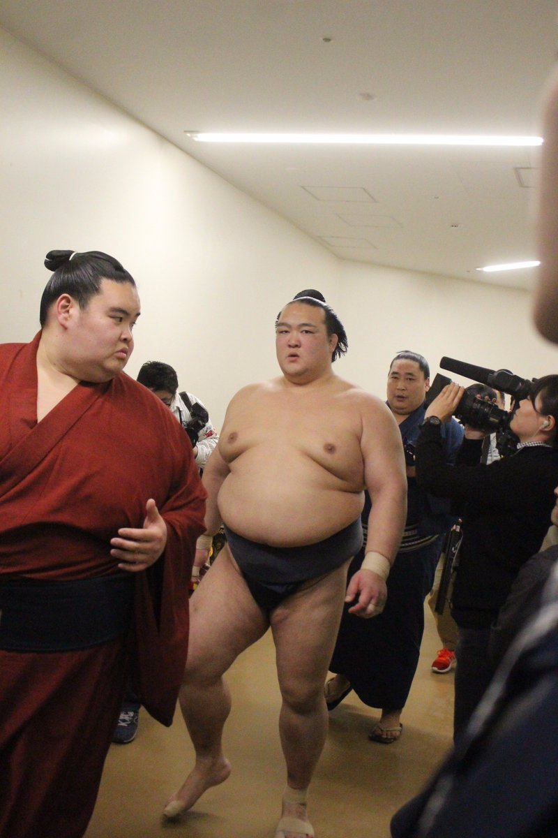 <千秋楽の様子>取組終了後、支度部屋に戻る稀勢の里。 #sumo