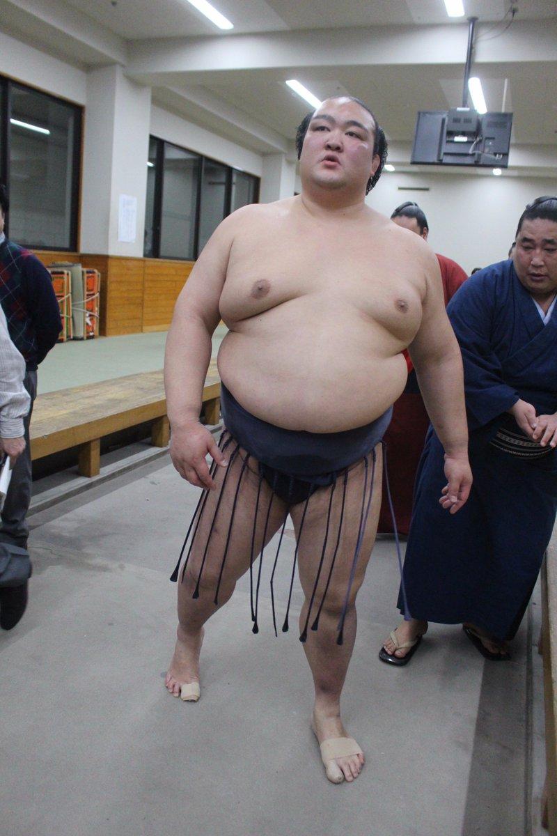 <千秋楽の様子>支度部屋から、表彰式に向かう稀勢の里。 #sumo