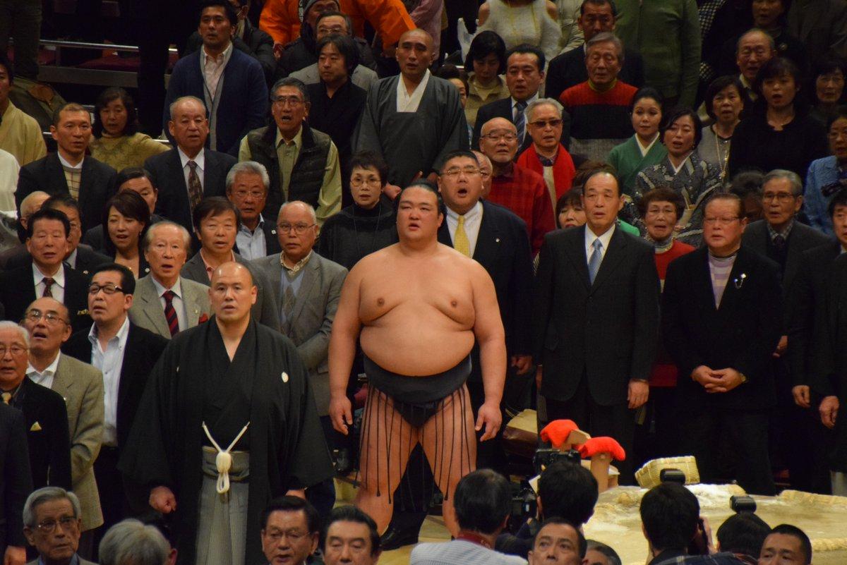 <千秋楽の様子>表彰式の様子。君が代斉唱。 #sumo