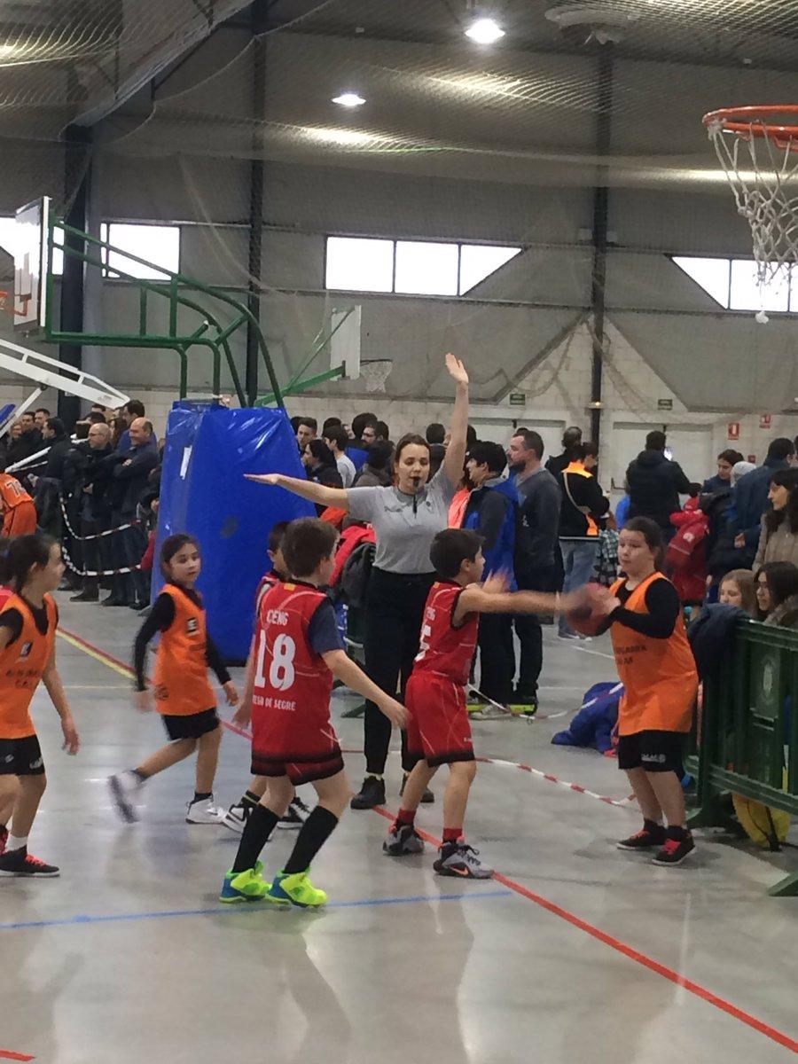 Trobada de #basket a #agramunt @BacAgramunt @RTLleidaFCBQ @fcbqarbitres   #captacioarbitreslleida<br>http://pic.twitter.com/DYjMlLTtOD
