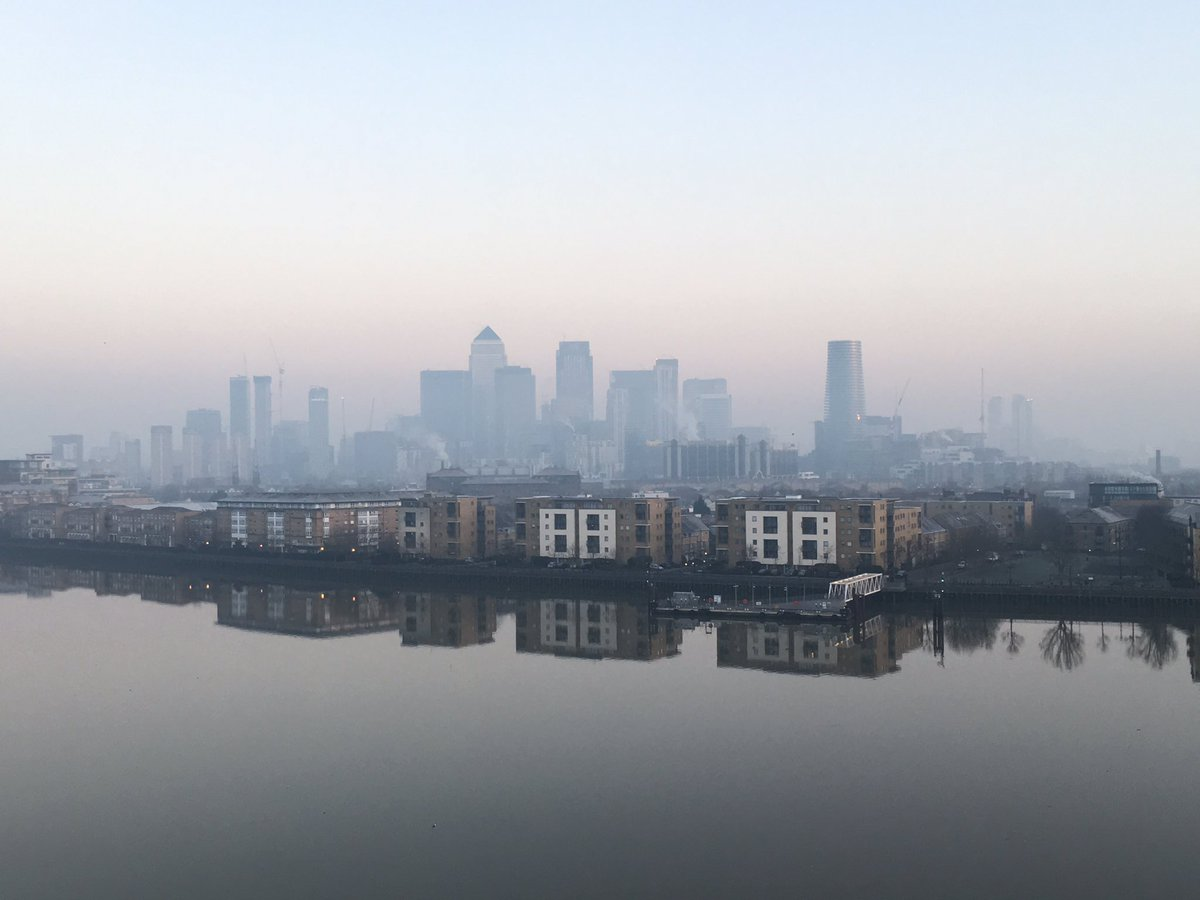 It really is worth waking up early in the morning. #thames #barrier @Royal_Greenwich @MisterGreenwich @ThamesPics  #turner #paint <br>http://pic.twitter.com/Sy50PfzLbk