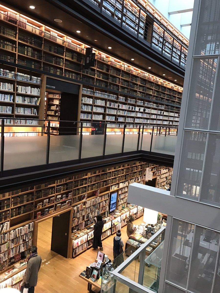この宮城とかいうクソ田舎にこんなドチャクソかっこいい図書館があったとは pic.twitter.com/p6FJZBF6Xt