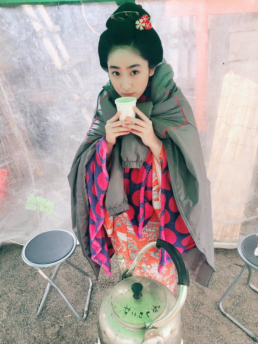 どぅも!おちえです。 京都ほんまに寒い😵極寒です でも周りの方々のお心はとても温かいです。楽しい毎日です。 京都さいこう!! #立花登青春手...