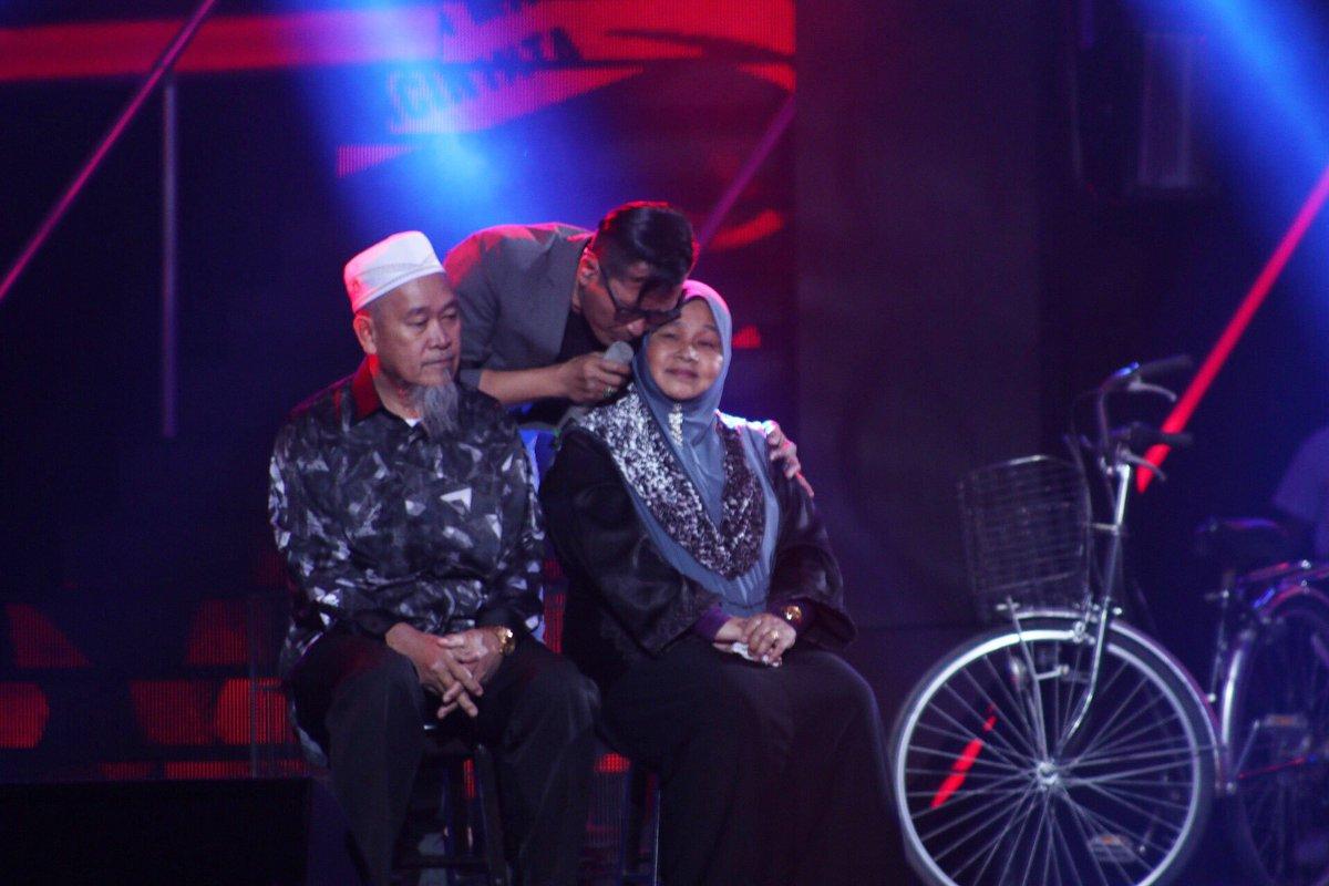 Vokalis Yabang siap bawak mak ngan ayah atas stage 👏🏻 #AJL31 https://t...