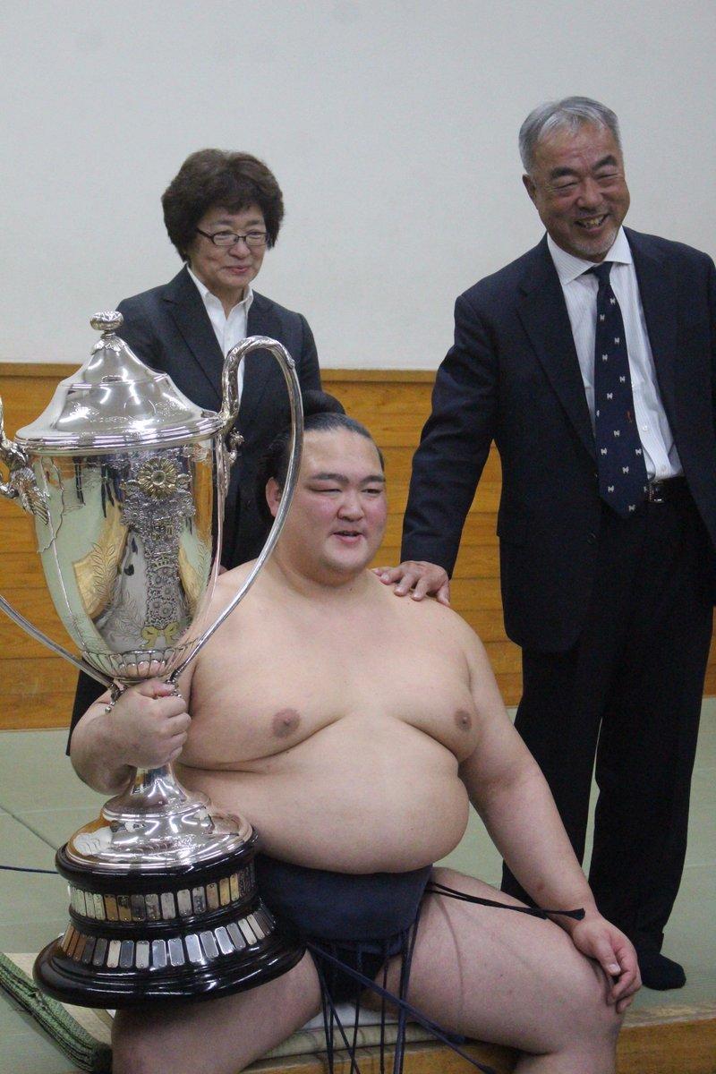 <千秋楽の様子>ご両親と一緒に記念撮影、稀勢の里。#sumo
