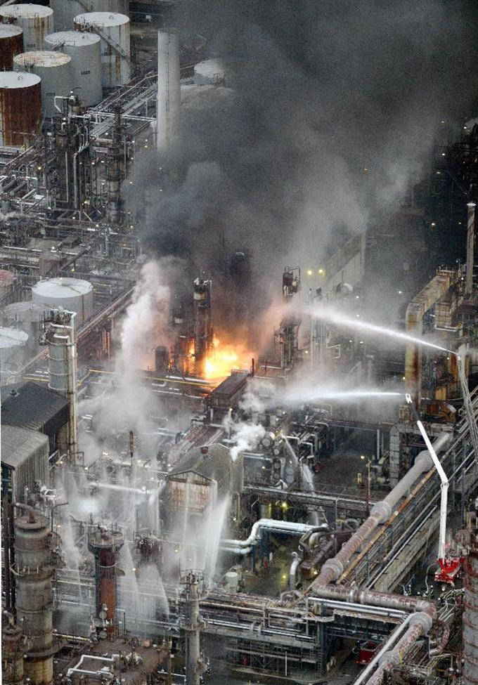 石油工場で火災、避難指示 和歌山の東燃ゼネラル sankei.com/photo/story/ne……