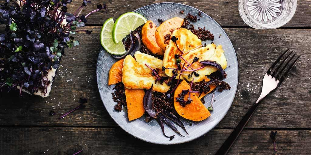 This salad reached salad-level  Warm Quinoa Salad with Sweet Potatoes &amp; Thyme Halloumi is ready for lunch!  #salad #foodblogging <br>http://pic.twitter.com/zufr9HhETT
