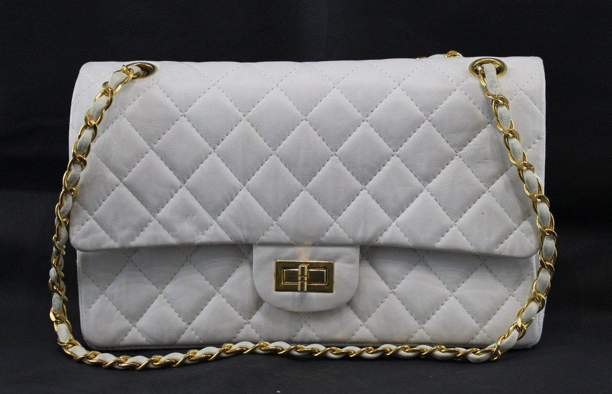 Objet de désir le 2.55 @CHANEL :  http:// brocantedeluxeblog.wordpress.com/2017/01/12/2-5 5-le-reve-de-toute-femme/ &nbsp; …  … #chanel #sac #luxury #luxe #chanel #sac #luxury #luxe #paris<br>http://pic.twitter.com/DRgbaIBCgK