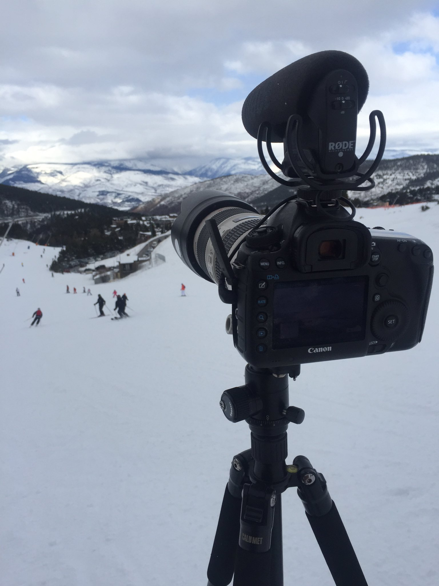 Shooting some awesome cloud timelapses at @SnowLaMolina in @VisitCostaBrava Pyrenees #inPyrenees #VisitPyrenees @TravelDudes https://t.co/7YGJFcQJlf