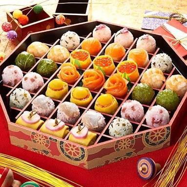 These sushi are so cute!😍💕🍴🍵🍣 Hungry? I am starving !!! 😭❤️