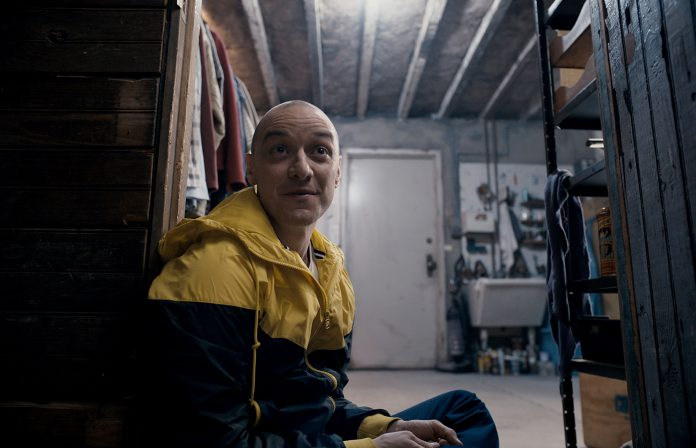 Review: #Split Is A Smart, Fast-paced Thriller To Ring In The New Year! &gt;&gt;  http:// wickedhorror.com/horror-reviews /split/ &nbsp; …  #SplitMovie #JamesMcavoy #HorrorFan <br>http://pic.twitter.com/HyElzGkRoW
