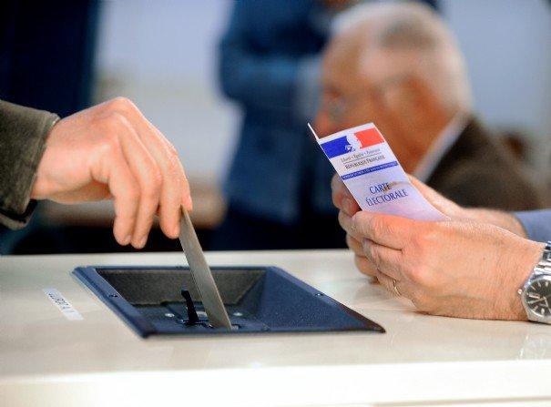 #PrimairesGauche > 400.000 votants à la mi-journée sur 63% des bure...