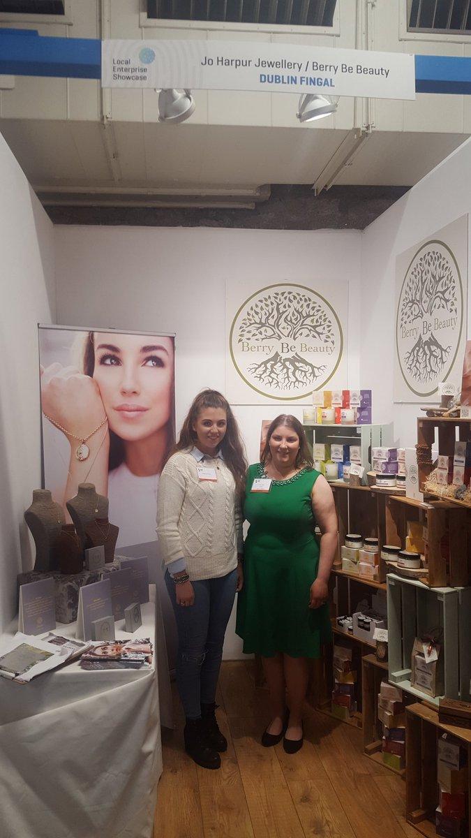 Fingal crafts selling strong @showcaseireland @BerryBeBeauty @StewDuffyPhotos @lovethemug @joharpur2 #showcase2017 https://t.co/CqkgjTFV4S