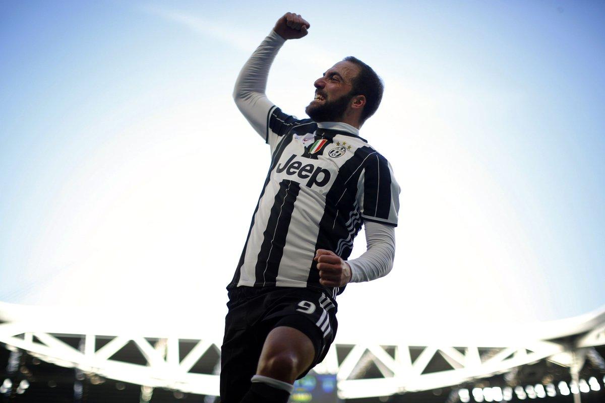 #LiveBolanet FT: Juventus 2-0 Lazio (5 Dybala, 17' Higuain)   Possessi...