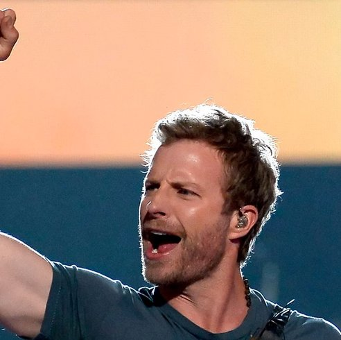 Only #DierksBentley could make an ice cold bath look hot! --> https...