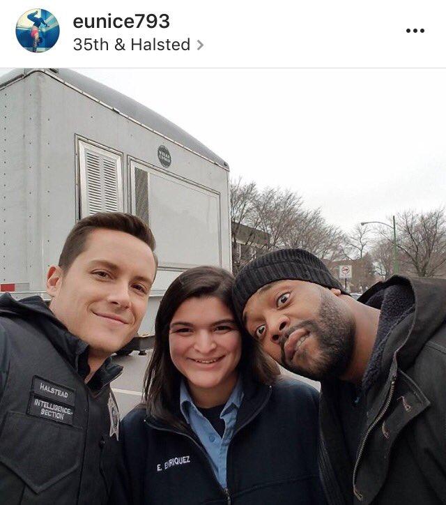 #INSTAGRAM Jesse avec LaRoyce Hawkins et une fan sur le tournage de Chicago PD. <br>http://pic.twitter.com/x3k0BHRKpn