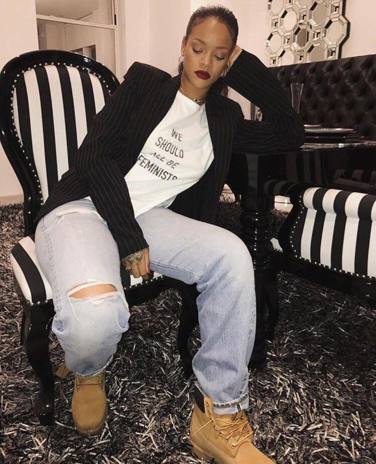 Rihanna    - Página 14 C2yEpwxWIAATXef